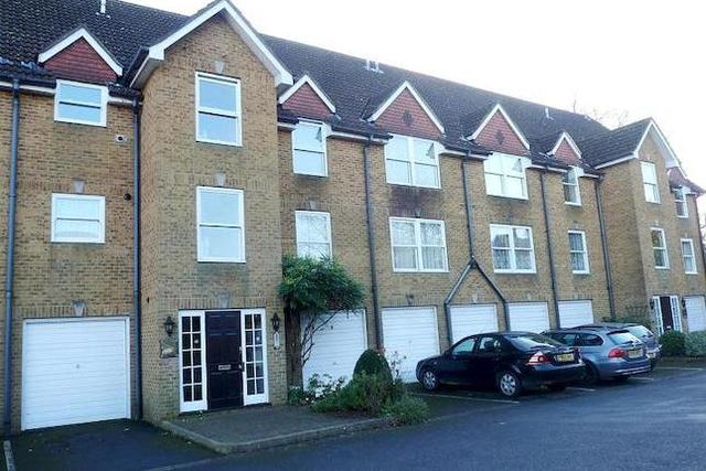 Image of 2 bedroom Flat to rent in Old Station Way Godalming GU7 at Lammas Court, Old Station Way, Godalming GU7