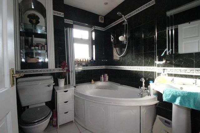 Image of 3 bedroom  to rent in Kirby Close Romford RM3 at Kirby Close, Romford RM3