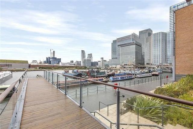 Image of 2 bedroom Property to rent in Boardwalk Place London E14 at Boardwalk Place, London E14