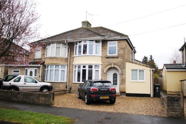 Image Of 3 Bedroom Semi Detached House For Sale In Devon Road Swindon Sn2 At