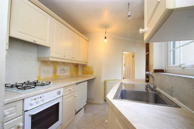 Image of 2 bedroom Cottage for sale in Kingstable Street Eton Windsor SL4 at King Stable Street, Eton, Berkshire SL4