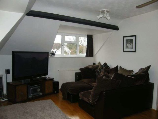 Image of 2 bedroom Flat to rent in Amersham Hill High Wycombe HP13 at 51 Amersham Hill  High Wycombe, HP13 6PG