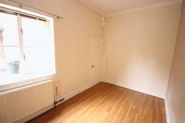Image of 2 bedroom Flat to rent in Newnham Road Bedford MK40 at Newnham Road  Bedford, MK40 3NX