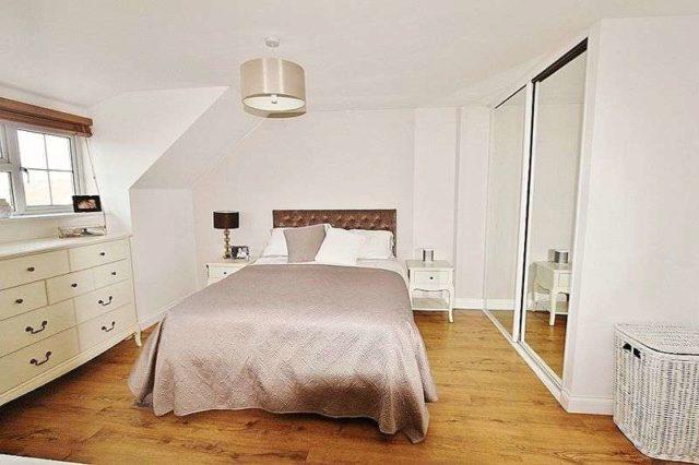 Image of 1 bedroom Flat to rent in Retreat Way Chigwell IG7 at Retreat Way  Chigwell, IG7 6EL