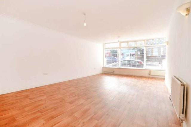Image of 3 bedroom Ground Flat for sale in Madeira Road Seaview PO34 at Seaview Isle Of Wight, PO34 5BA