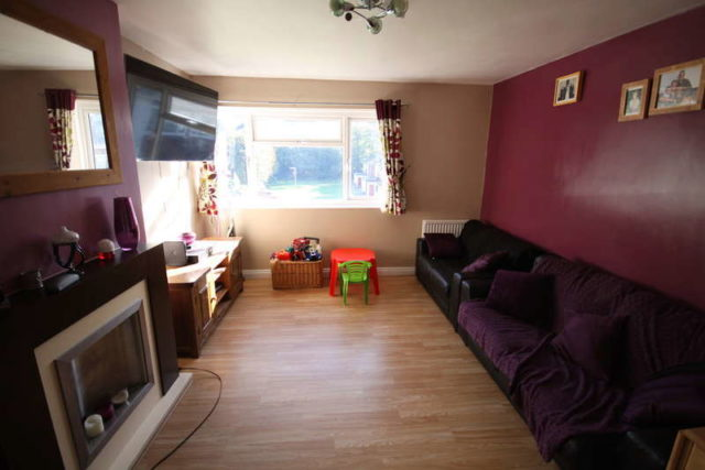 Image of 2 bedroom Maisonette for sale in Redfield Court Newbury RG14 at Newbury Berkshire Ham Marsh, RG14 2QN