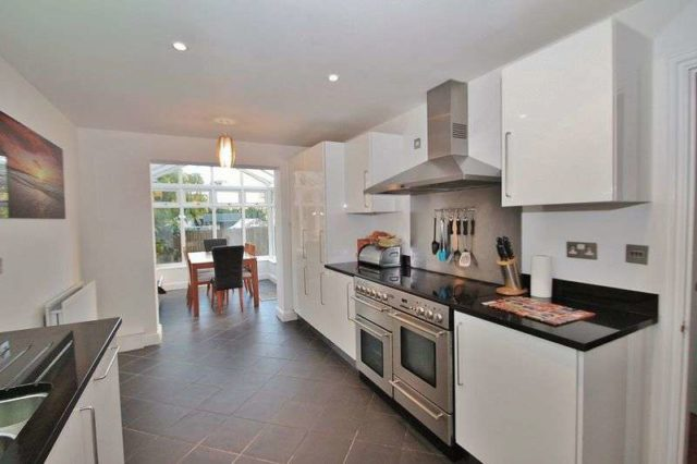 Image of 3 bedroom Detached house for sale in Chalcroft Close Ducklington Witney OX29 at Chalcroft Close  Ducklington, OX29 7TP