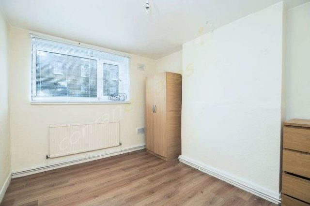 Image of 2 bedroom Flat to rent in Woodhill London SE18 at Woodhill  Woolwich, SE18 5JF