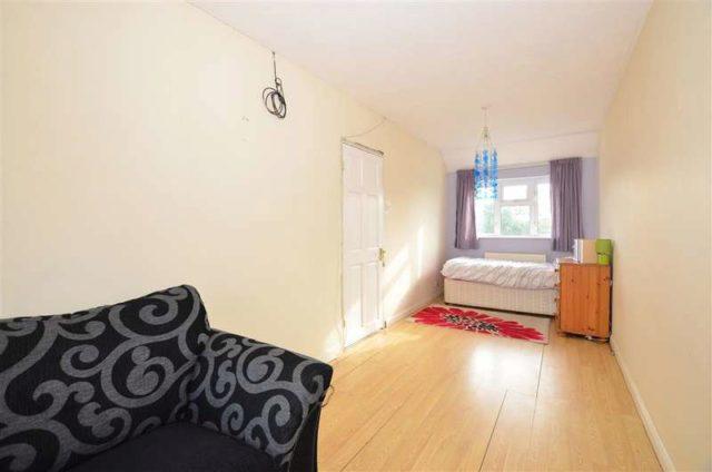 Image of 5 bedroom Semi-Detached house for sale in Jemmett Road Ashford TN23 at Ashford Kent Ashford, TN23 4QD