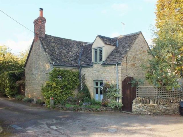Image of 3 bedroom Detached house for sale in Churchfields Stonesfield Witney OX29 at Churchfields Stonesfield Witney, OX29 8PP