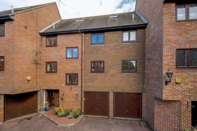 Image of 4 bedroom Property for sale in Chantry Close Windsor SL4 at Chantry Close  Windsor, SL4 5EP