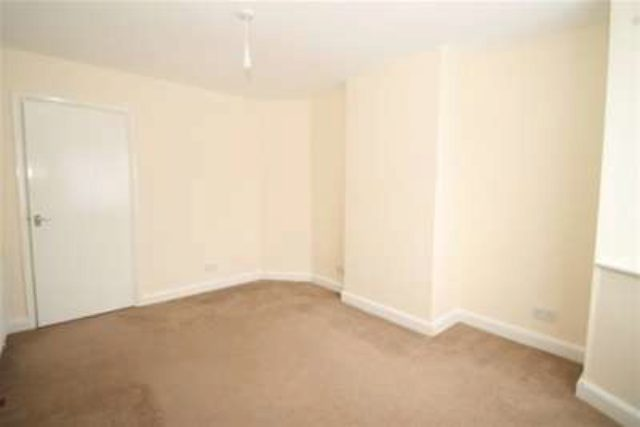 Image of 2 bedroom Flat to rent in The Maisonettes Alberta Avenue Sutton SM1 at Sutton, SM1 2LQ