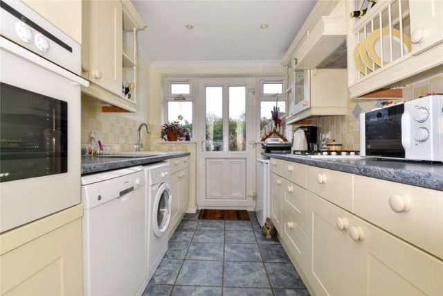 Image of 2 bedroom Detached house for sale in Bath Road Littlewick Green Maidenhead SL6 at Bath Road Littlewick Green Littlewick Green, SL6 3RQ