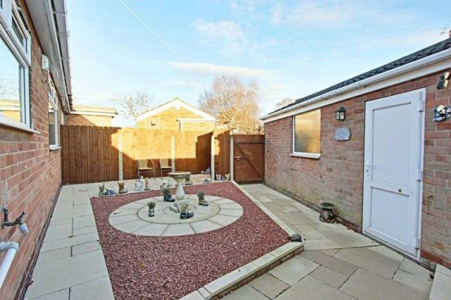 Image of 2 bedroom Detached house for sale in The Parkway Willerby Hull HU10 at The Parkway Willerby Hull, HU10 6BA