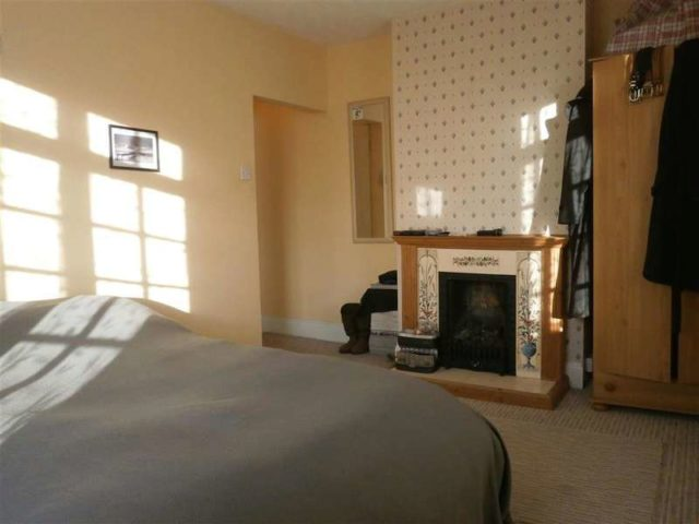 Image of 5 bedroom Town House for sale in Cross Street Cowes PO31 at Cowes Isle of Wight Cowes, PO31 7TD
