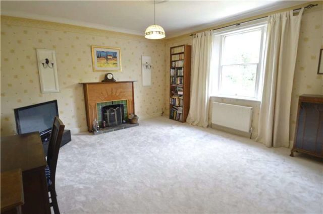 Image of 2 bedroom Apartment for sale in Ray Park Avenue Maidenhead SL6 at Maidenhead Berkshire Taplow, SL6 8DY