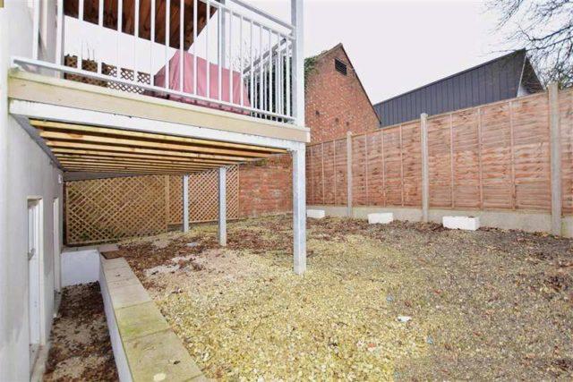Image of 1 bedroom Detached house for sale in Bridge Street Leatherhead KT22 at Leatherhead Surrey Leatherhead, KT22 8BL