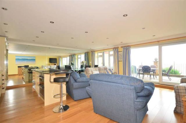 Image of 2 bedroom Apartment for sale in Queens Road Cowes PO31 at Cowes Isle of Wight Cowes, PO31 8BB