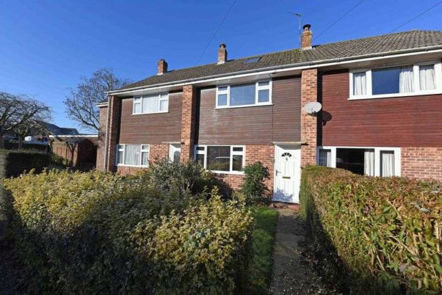 Image of 3 bedroom Terraced house for sale in Fawconer Road Kingsclere Newbury RG20 at Fawconer Road Kingsclere Newbury, RG20 5RN