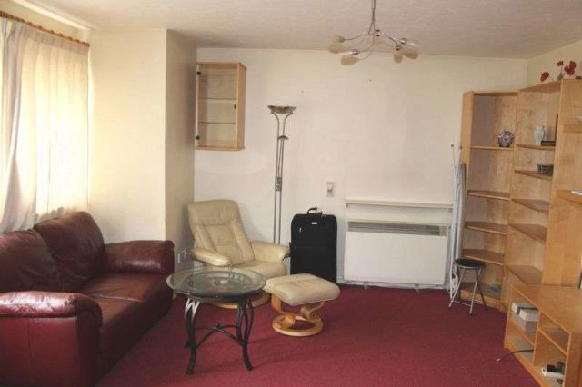 Image of 1 bedroom Terraced house to rent in Sycamore Walk Englefield Green Egham TW20 at Sycamore Walk  Egham, TW20 0PD