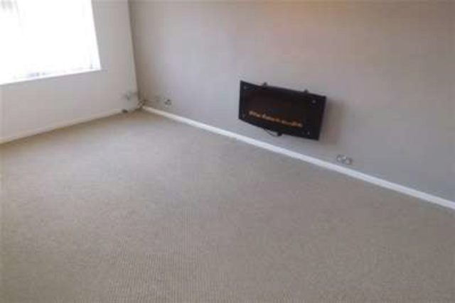 Image of 2 bedroom Flat to rent in Old Warwick Road Solihull B92 at Solihull, B92 7JT