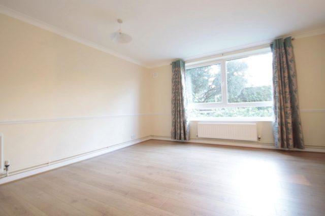 Image of 2 bedroom Apartment to rent in Hersham Road Walton-on-Thames KT12 at Hersham Road  Walton-On-Thames, KT12 1RE