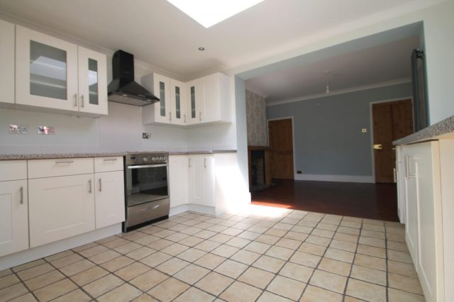 Image of 2 bedroom End of Terrace to rent in Station Road Lingfield RH7 at Lingfield, RH7 6DX