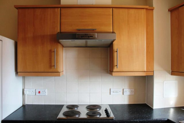 Image of 2 bedroom Flat to rent in Tower Close East Grinstead RH19 at East Grinstead, RH19 3RT