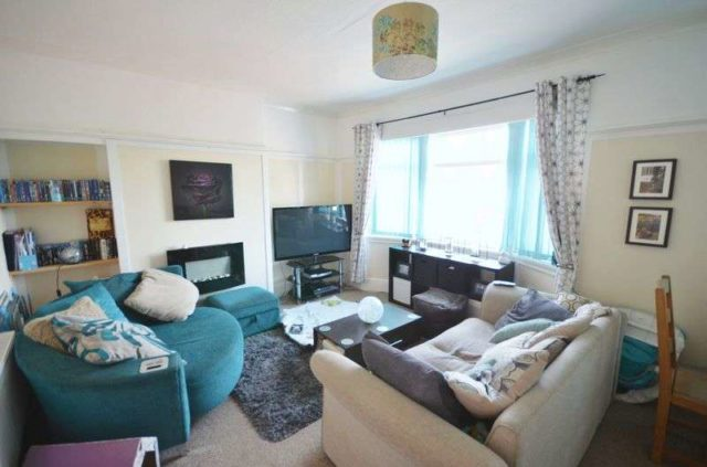 Image of 2 bedroom Flat for sale in Cliff Road Hornsea HU18 at Cliff Road  Hornsea, HU18 1LN