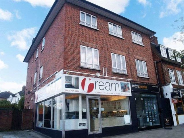Image of 3 bedroom Flat for sale in Sidcup Road London SE9 at Sidcup Road  London, SE9 3NS