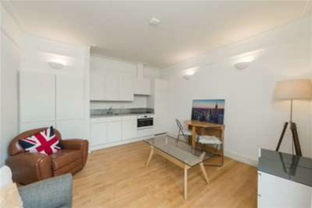 Image of 1 bedroom Flat to rent in Cleveland Square London W2 at London, W2 6DG