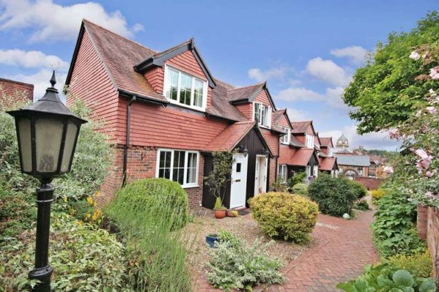 Image of 1 bedroom Retirement Property for sale in Crown Mews Hungerford RG17 at Church Street  Hungerford, RG17 0NR