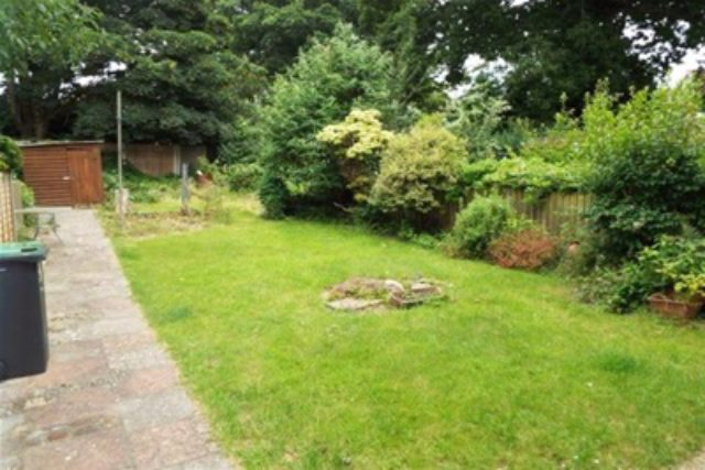 Image of 3 bedroom Semi-Detached house to rent in Bradpole Road Bournemouth BH8 at Bournemouth, BH8 9NX