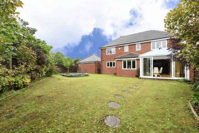 Image of 5 bedroom Detached house for sale in Sandleford Lane Greenham Thatcham RG19 at Sandleford Lane Greenham Thatcham, RG19 8XW