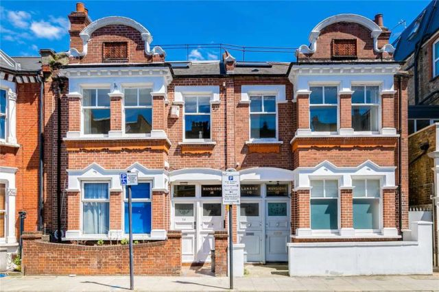 Image of 2 bedroom Flat for sale in Pennard Road London W12 at Lanark Mansions  Pennard Road, W12 8DT