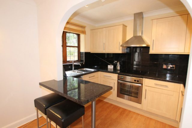 Image of 1 bedroom Flat to rent in Rushmon Gardens Walton-on-Thames KT12 at Walton-On-Thames, KT12 1QZ