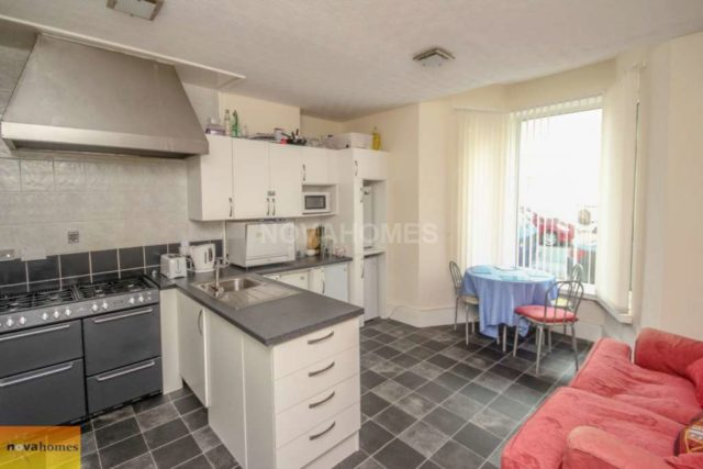 Image of 1 bedroom House Share to rent in Grand Parade Plymouth PL1 at Grand Parade The Hoe Plymouth, PL1 3DJ