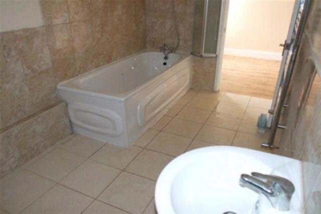 Image of 2 bedroom Flat to rent in London Road Hadleigh Benfleet SS7 at Benfleet, SS7 2BN