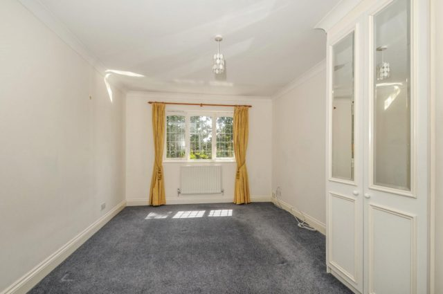 Image of 4 bedroom Detached house to rent in Maitland Close Walton-on-Thames KT12 at Walton-On-Thames, KT12 3PH