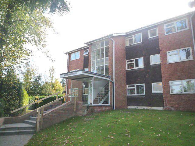 Image of 2 bedroom Flat to rent in Paddockhall Road Haywards Heath RH16 at Winnals Park Paddockhall Road Haywards Heath, RH16 1EY