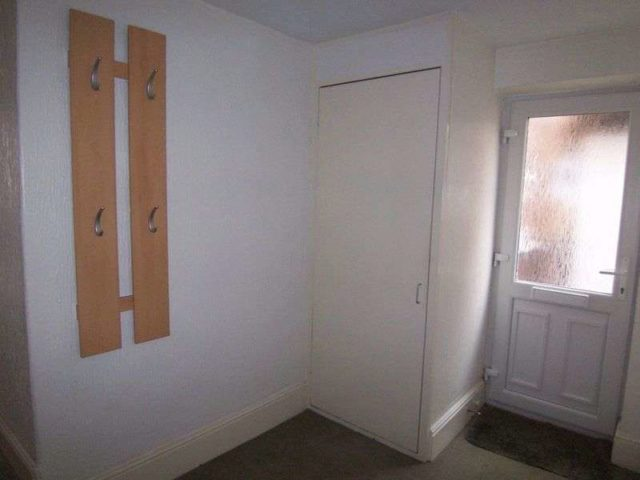 Image of 1 bedroom Flat for sale in Craven Road Newbury RG14 at Craven Road  Newbury, RG14 5NE
