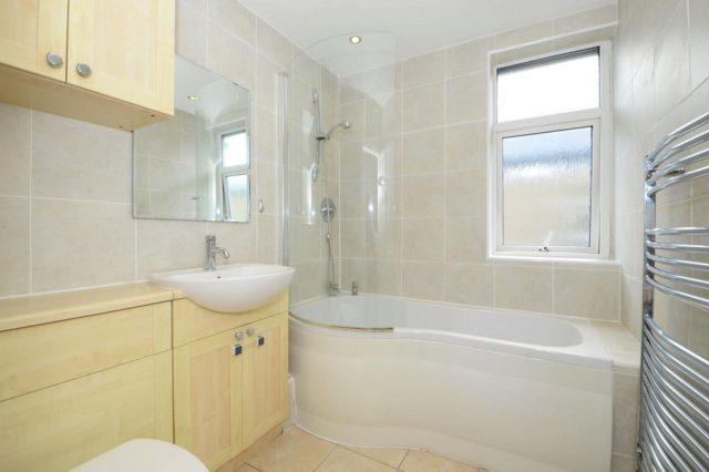 Image of 3 bedroom Detached house to rent in Dudley Road Walton-on-Thames KT12 at Walton-On-Thames, KT12 2JT