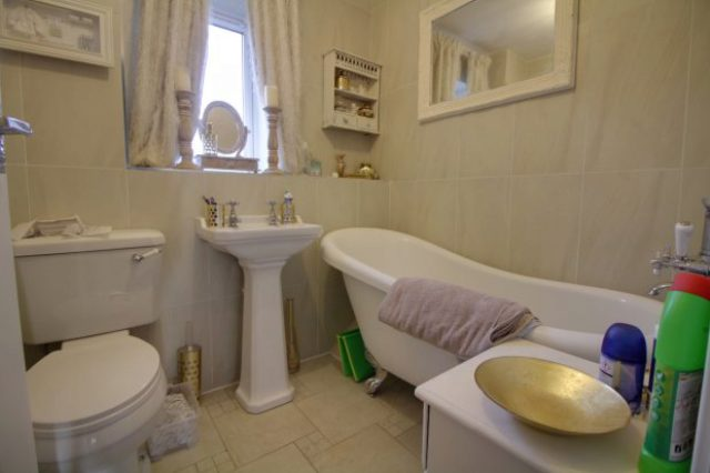 Image of 6 bedroom Detached house for sale in Chesterton Drive Galley Common Nuneaton CV10 at Nuneaton Warwickshire Nuneaton, CV10 9QR