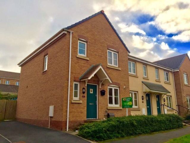 Image of 3 bedroom Semi-Detached house to rent in Kingfisher Road North Cornelly Bridgend CF33 at Bridgend  North Cornelly, CF33 4NZ