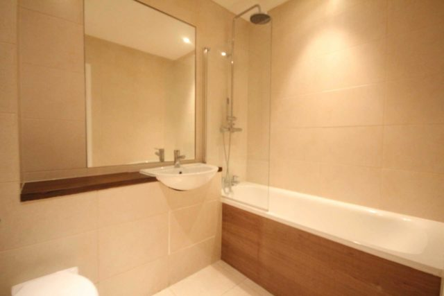 Image of Studio flat to rent in London Road Bracknell RG12 at London Road  Bracknell, RG12 2XH