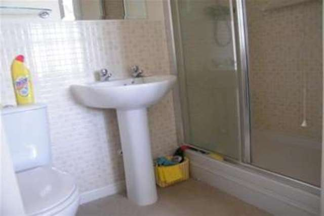 Image of 2 bedroom Flat to rent in West Way Cirencester GL7 at Cirencester, GL7 1GS