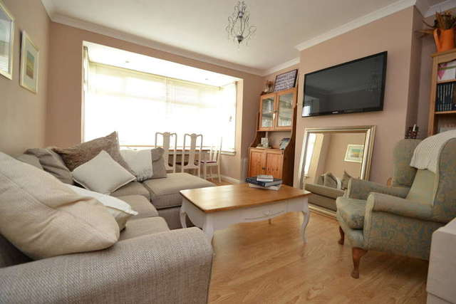 Image of 2 bedroom Flat to rent in Beresford Avenue Berrylands Surbiton KT5 at Surbiton Surrey, KT5 9LJ