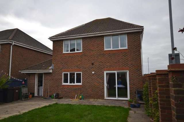 4 Bedroom Detached House For Sale In Hornbeam Avenue