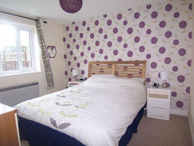 Image of 2 bedroom Flat for sale in Nideggen Close Thatcham RG19 at Nideggen Close  Thatcham, RG19 4HS