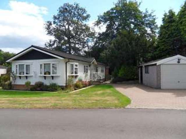 3 bedroom detached house for sale in the larches warfield